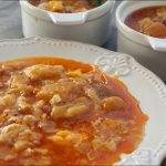 Sopa de ajo o sopa castellana. Receta para aprovechar pan.